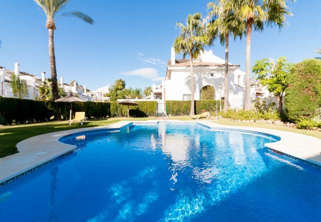 Casa adosada en Marbella - Naranjos Puerto Banus Townhouse Canovas (VC MIR)
